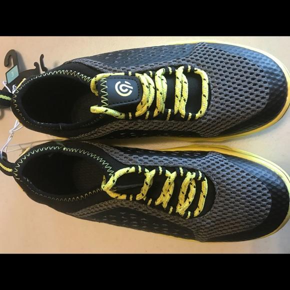 01d0d8db2adb Boys Champion Water Sneakers Size 3